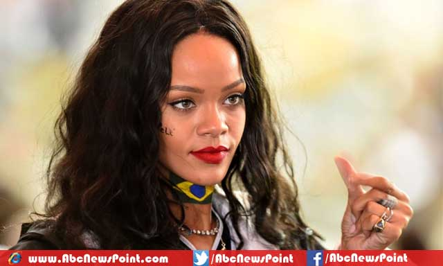 Top-10-Most-Popular-Female-Singers-In-The-World-2015-Rihanna.jpg